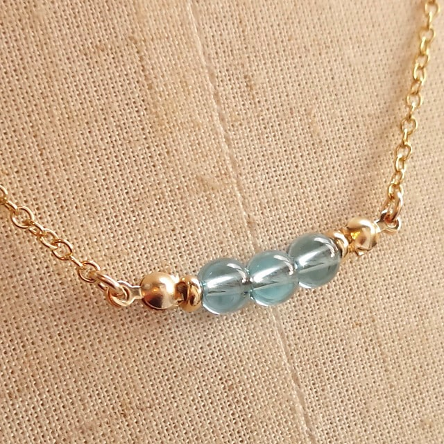スイスブルートパーズ(ブラジル産・宝石質・原石由来の凹み少し有り)Simpleネックレス
