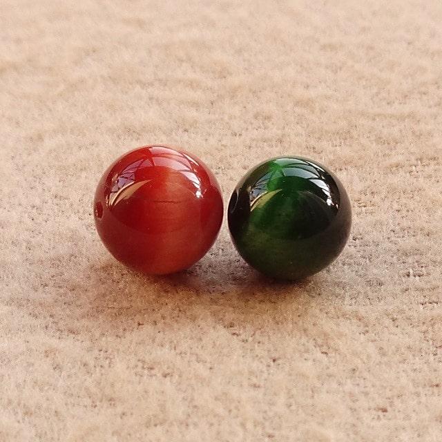 染色したタイガーアイ